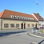 Hier sehen Sie unser Rathaus, was früher mal ein Rittergut war.