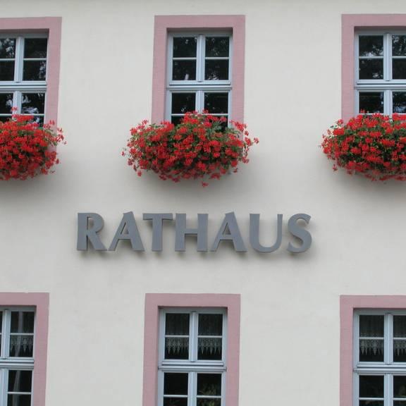 Rathaus Haus B außen Rathaus Schriftzug nah1