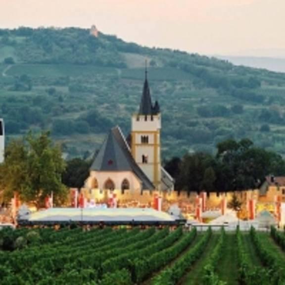 © Copyright/Quelle: www.ingelheim.de Das besondere Weinfest an historischen Burgmauern • 27. September - 5. Oktober 2008 © Copyright/Quelle: www.ingelheim.de
